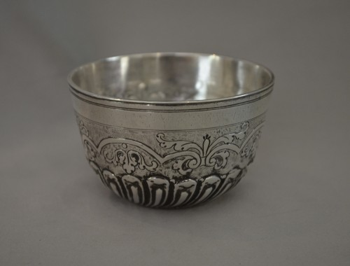 Sitzbecher or tumbler cup