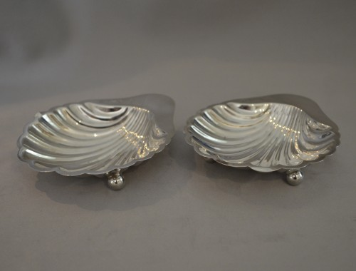 Pair of shell shaped dishes